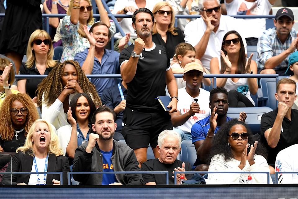 Venus Williams, coach Patrick Mouratoglou, husband Alexis Ohanian, and Meghan, Duchess of Sussex, cheer for Serena Williams. (Photo: Emilee Chinn via Getty Images)