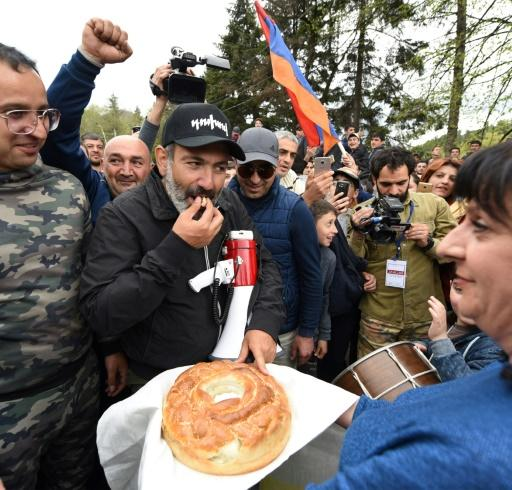 In a bid to break the deadlock and drum up support, Pashinyan also called on his supporters to stage a major rally on Sunday evening