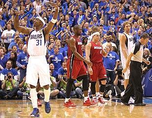 Jason Terry fires up the crowd in Dallas. His enthusiasm didn't match his scoring output in the second half
