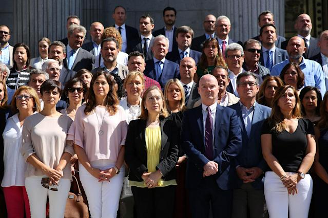 <p>Spanish parliamentarians observe a minute of silence for the victims of the Manchester attack, outside parliament in Madrid, Spain on May 23, 2017. R(Paul Hanna/Reuters) </p>