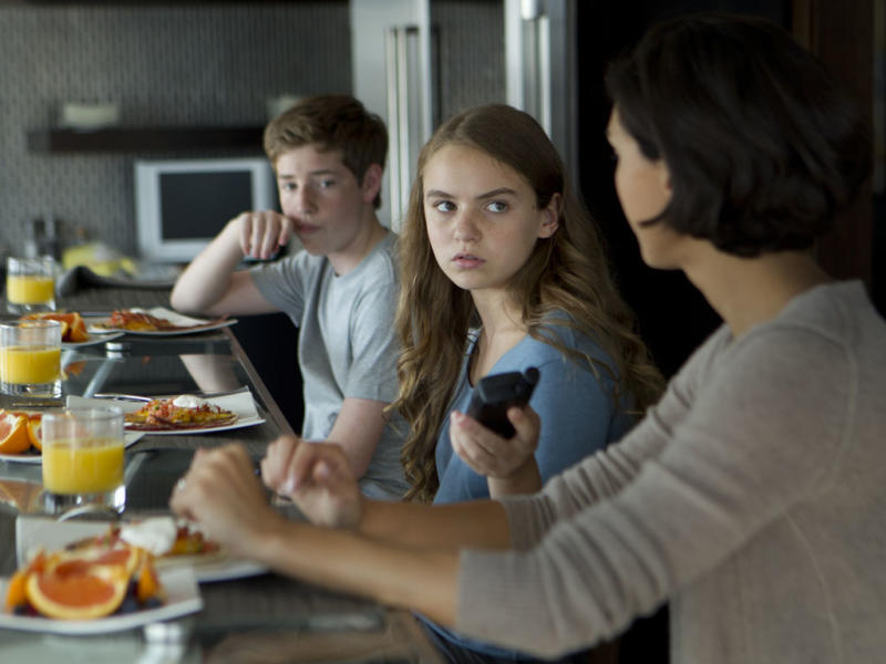 """Jackson Pace as Chris Brody, Morgan Saylor as Dana Brody and Morena Baccarin as Jessica Brody in the """"Homeland"""" Season 2 episode, """"Two Hats."""""""