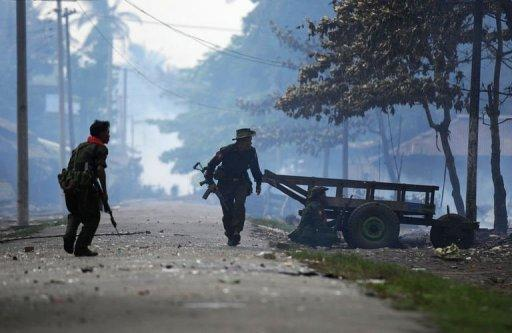 A UN envoy has warned that communal violence in western Myanmar poses a threat to the country's shift towards democracy