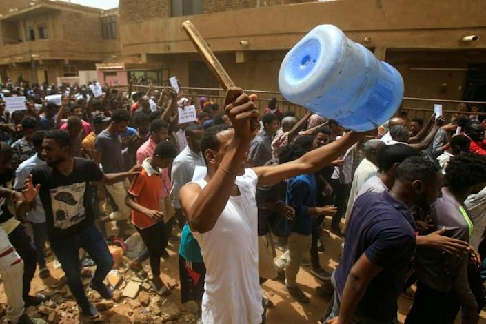 Sudanese protesters participate in a mass demonstration against Sudan's ruling generals in Khartoum (AFP Photo/ASHRAF SHAZLY)