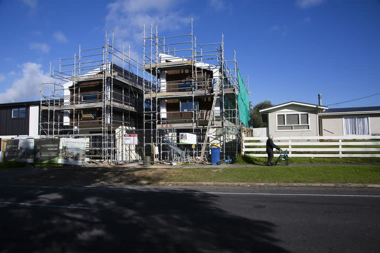 New homes under construction in Te Atatu Peninsula, a suburb of Auckland, New Zealand, on May 6, 2021. A housing shortage in New Zealand is one of the main issues driving New Zealanders to move abroad. (Cornell Tukiri/The New York Times)