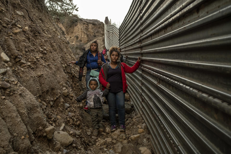 Xinia with her son Kevin and her friend Fabiola along the Mexican-US border, December 1, 2018.(Photo: Fabio Bucciarelli for Yahoo News)