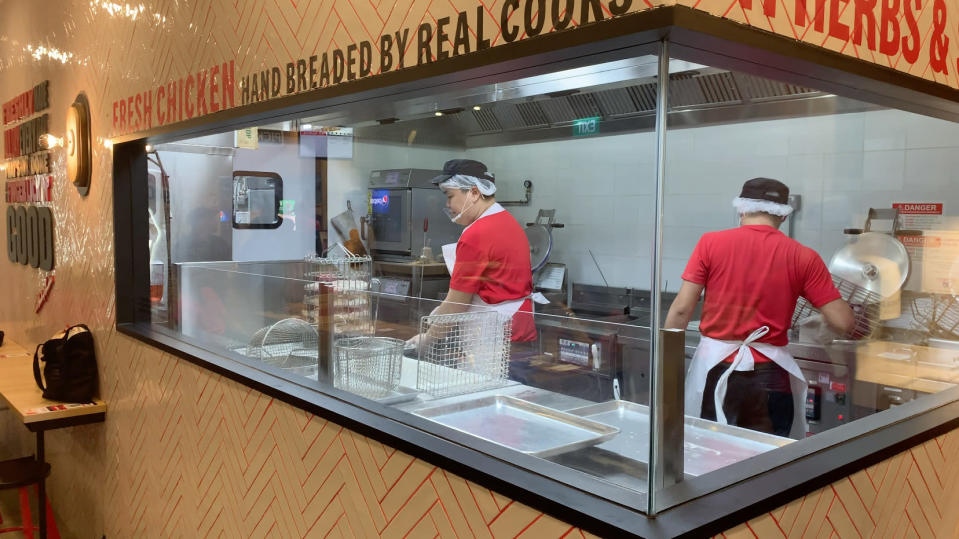 """KFC Singapore's """"The Tank"""" open-concept kitchen at its new Tampines Mall restaurant. (Photo: Teng Yong Ping/Yahoo Lifestyle Singapore)"""