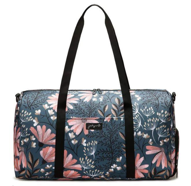 "Find this Jadyn B Large Duffel With Shoe Pocket for $35 on <a href=""https://amzn.to/2OFMQYC"" rel=""nofollow noopener"" target=""_blank"" data-ylk=""slk:Amazon"" class=""link rapid-noclick-resp"">Amazon</a>."