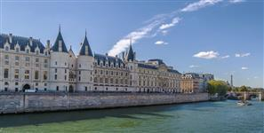 Explore the paths of the Ile de la Cite, The Louvre, Place Vendome and Opera