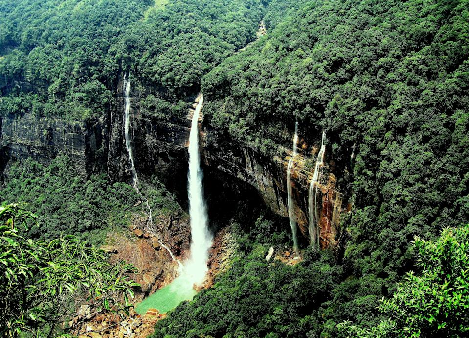 Nohkalikai Falls is the tallest plunge waterfall in India.Its height is 1115 feet (340 metres). The waterfall is located near Cherrapunji, one of the wettest places on Earth.