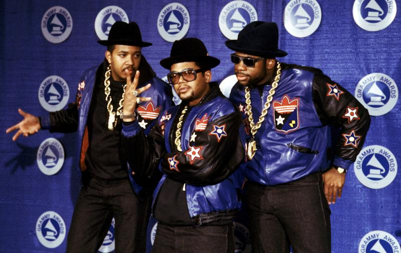 Run-D.M.C. pose at the Grammy Awards in 1988 © Gary Gershoff / MediaPunch/IPX