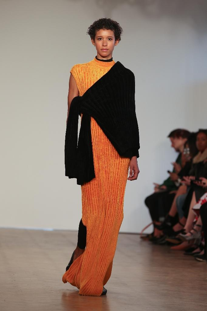 A model presents creations from the Pringle of Scotland collection during a catwalk show on the fourth day of the Autumn/Winter 2017 London Fashion Week in London on February 20, 2017 (AFP Photo/Daniel LEAL-OLIVAS)