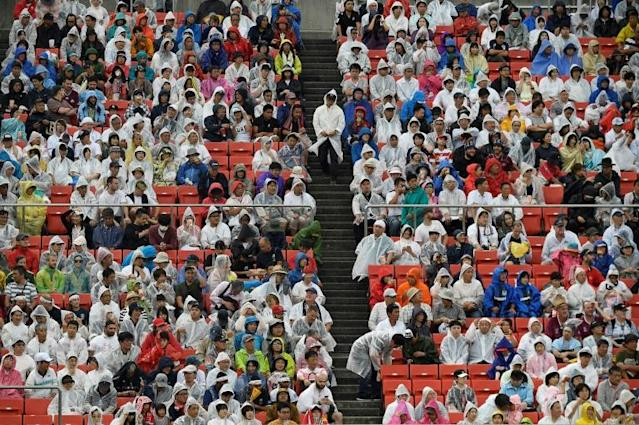 Rugby fans wore rain coats for Friday's game between Australia and Georgia (AFP Photo/Filippo MONTEFORTE)
