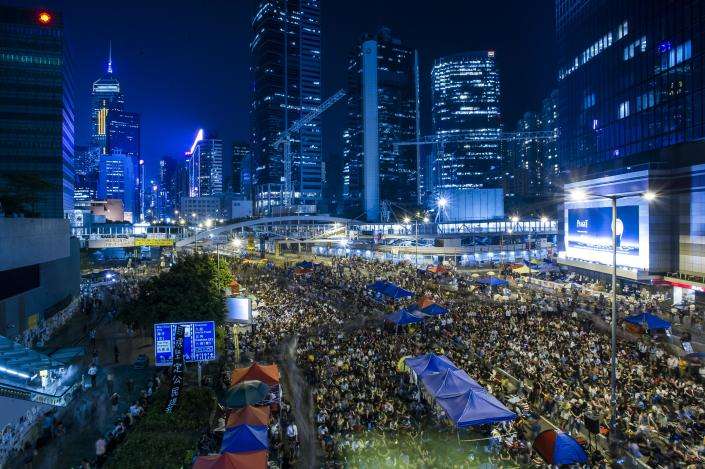 Pro-democracy protesters gather during a rally after the government called off the talks with students on October 10, 2014 in Hong Kong (AFP Photo/Xaume Olleros)