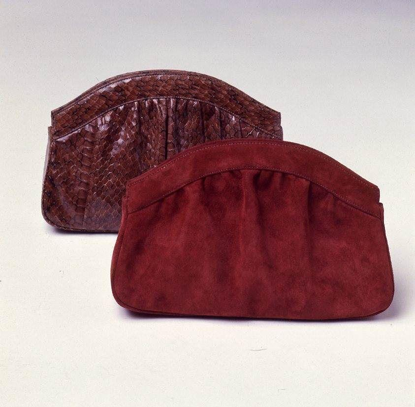 <p>Exactly like the name implies, these purses resembled clams but came in suede, reptilian patterns, and any other material you could think of. </p>