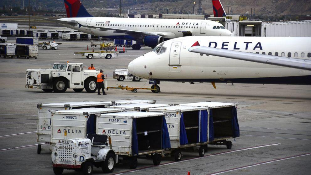 Delta passenger kicked off flight after bathroom emergency (ABC News)
