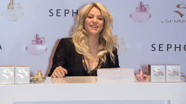 Shakira to be Honored with 'Hero' Award for Charitable Work