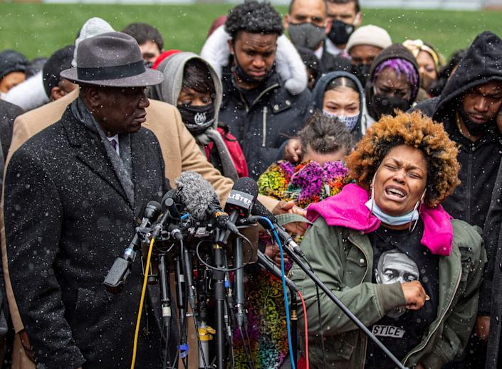 Naisha Wright, Daunte Wright's aunt, grieves during a press conference at the Hennepin County Government Center in Minneapolis on April 13. (Photo: KEREM YUCEL/AFP via Getty Images)