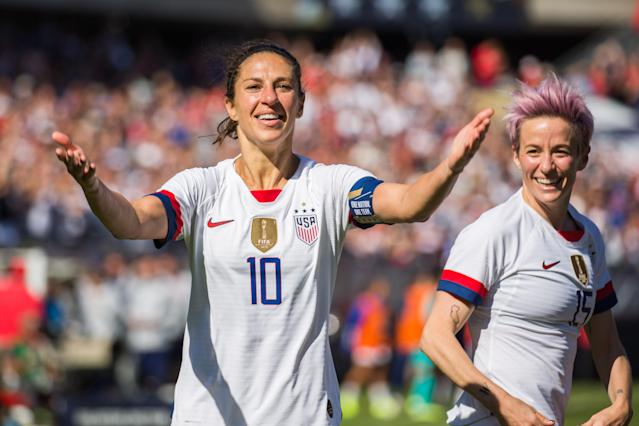 "The four-star USWNT jerseys, pictured here on <a class=""link rapid-noclick-resp"" href=""/olympics/rio-2016/a/1124307/"" data-ylk=""slk:Carli Lloyd"">Carli Lloyd</a> and <a class=""link rapid-noclick-resp"" href=""/olympics/rio-2016/a/1124356/"" data-ylk=""slk:Megan Rapinoe"">Megan Rapinoe</a>, were available in short supply to fans thanks to a number of factors. (Reuters)"