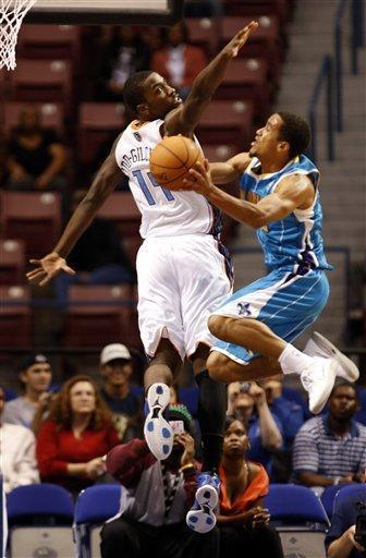 New Orleans Hornets guard, Brian Roberts, right, drives to the basket against the defense of Charlotte Bobcats forward Michael Kidd-Gilchrist, left, in the first half of a preseason NBA basketball game in North Charleston, S.C., Thursday, Oct. 11, 2012. (AP Photo/Mic Smith)