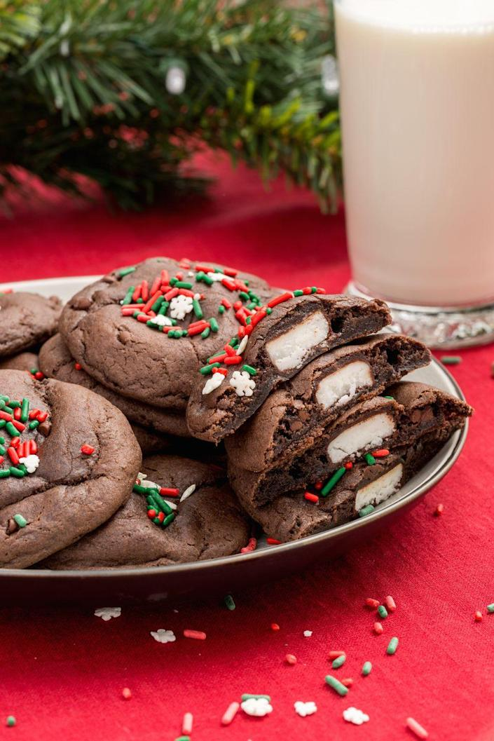 """<p>Everyone will love the surprise hidden inside this stuffed cookie.</p><p>Get the recipe from <a href=""""https://www.delish.com/cooking/recipes/a45304/peppermint-patty-stuffed-chocolate-cookies-recipe/"""" rel=""""nofollow noopener"""" target=""""_blank"""" data-ylk=""""slk:Delish"""" class=""""link rapid-noclick-resp"""">Delish</a>.</p>"""
