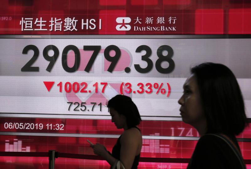 Stocks plunge for 2nd day on U.S.-China trade jitters