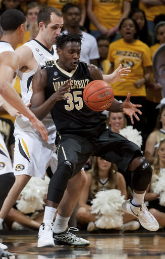 Vanderbilt's James Siakam, right, loses control of the ball in front of Missouri's Ryan Rosburg during the first half of an NCAA college basketball game, Wednesday, Feb. 19, 2014, in Columbia, Mo. (AP Photo/L.G. Patterson)