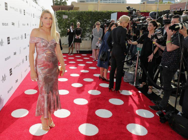 Busy Philipps, atDaily Front Row's 3rd Annual Fashion Los Angeles Awards on Sunday, cooked macaroni and cheese in this. (Photo: Neilson Barnard/Getty Images)