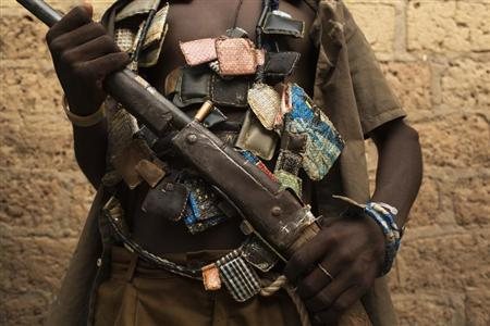 An anti-balaka militiaman poses for a photograph on the outskirts of the capital of the Central African Republic Bangui January 15, 2014. REUTERS/Siegfried Modola