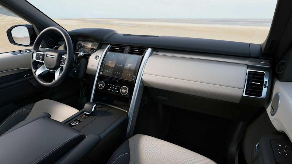 2021 Land Rover Discovery R-Dynamic Interior Dashboard