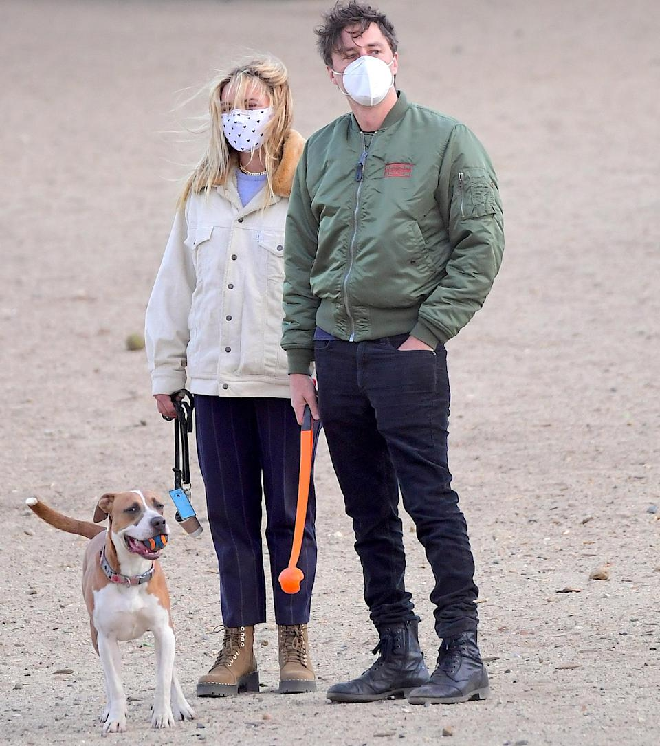 <p>Florence Pugh and Zach Braff enjoy an early morning trip to the dog park in Los Angeles on Monday.</p>