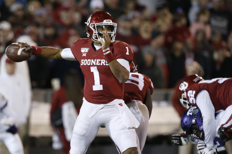 Despite sloppy finish, No. 9 Oklahoma holds off TCU