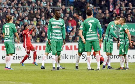 Football Soccer - Werder Bremen v FC Bayern Munich - German Bundesliga - Weserstadion, Bremen, Germany - 28/01/17 - Bremen players react after Munich's David Alaba scored.    REUTERS/Fabian Bimmer