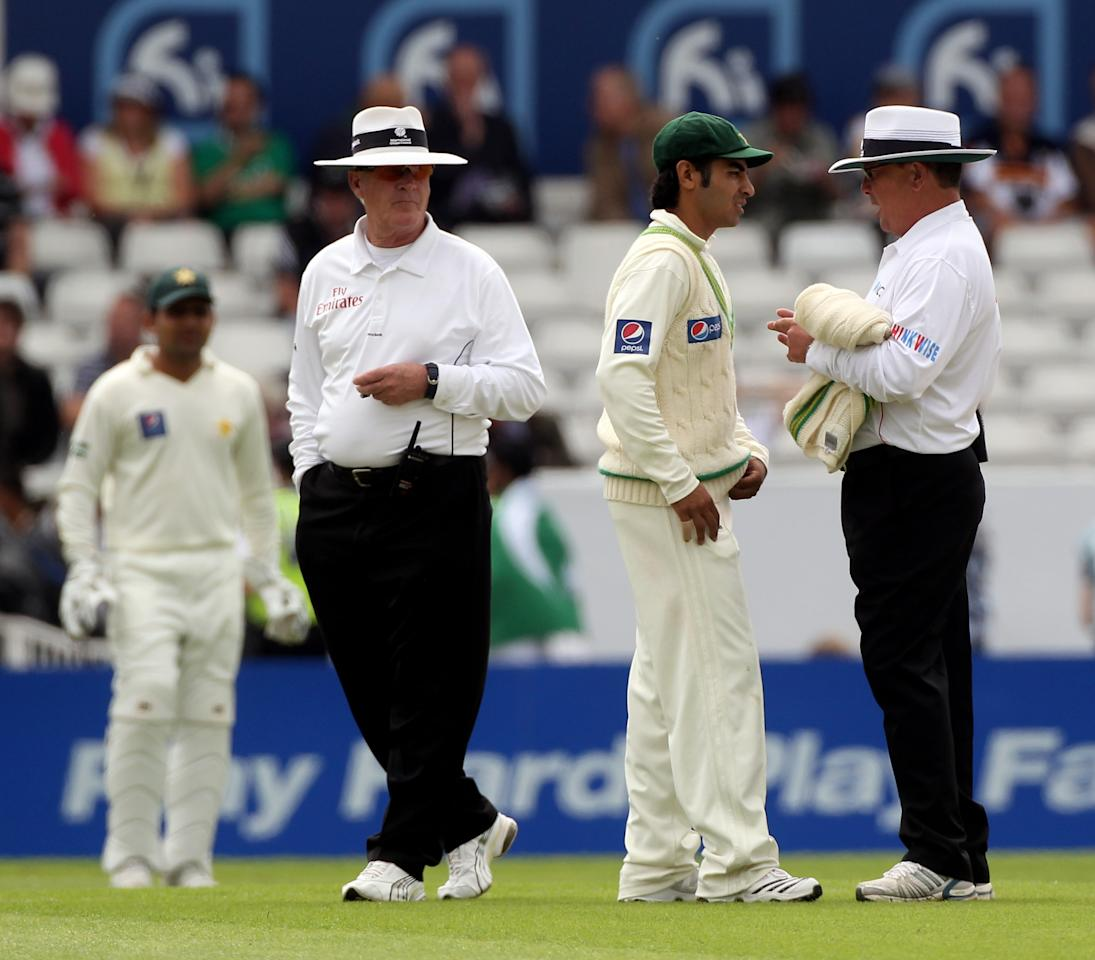 LEEDS, ENGLAND - JULY 21:  Umpire Iain Gould speaks to Salman Butt of Pakistan as Rudi Koertzen looks on during day one of the 2nd Test between Pakistan and Australia at Headingley Carnegie Stadium on July 21, 2010 in Leeds, England.  (Photo by Julian Herbert/Getty Images)