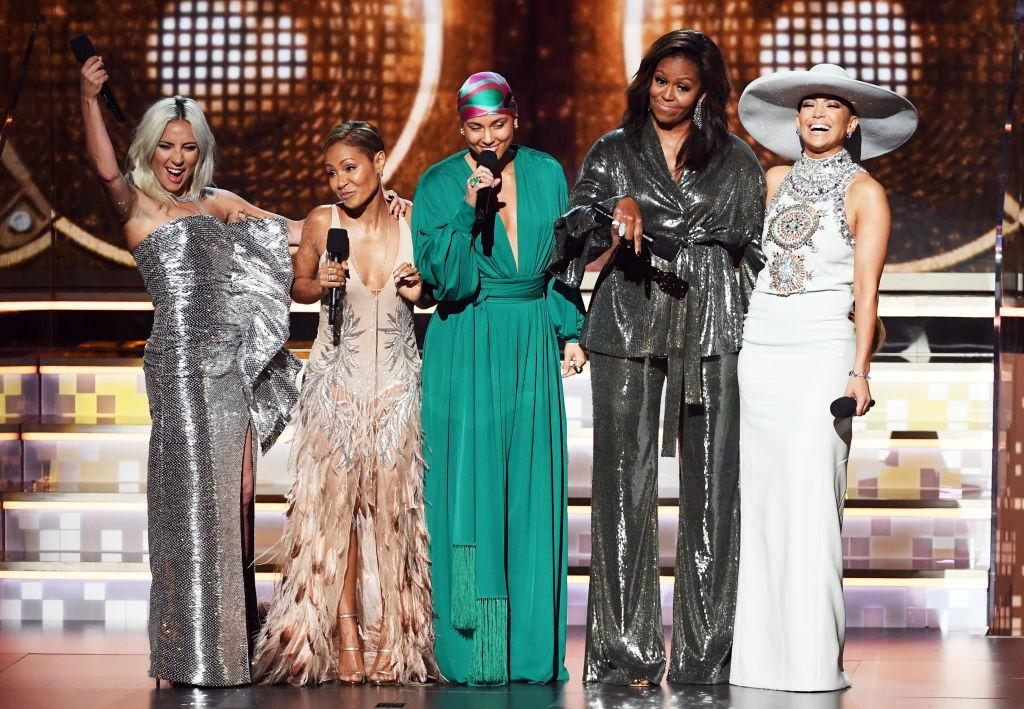 <p>Parata di stelle ai Grammy Awards: per capirlo basta questa foto con Lady Gaga, Jada Pinkett-Smith, Alicia Keys, Michelle Obama e Jennifer Lopez. (Photo by Kevin Winter/Getty Images for The Recording Academy) </p>