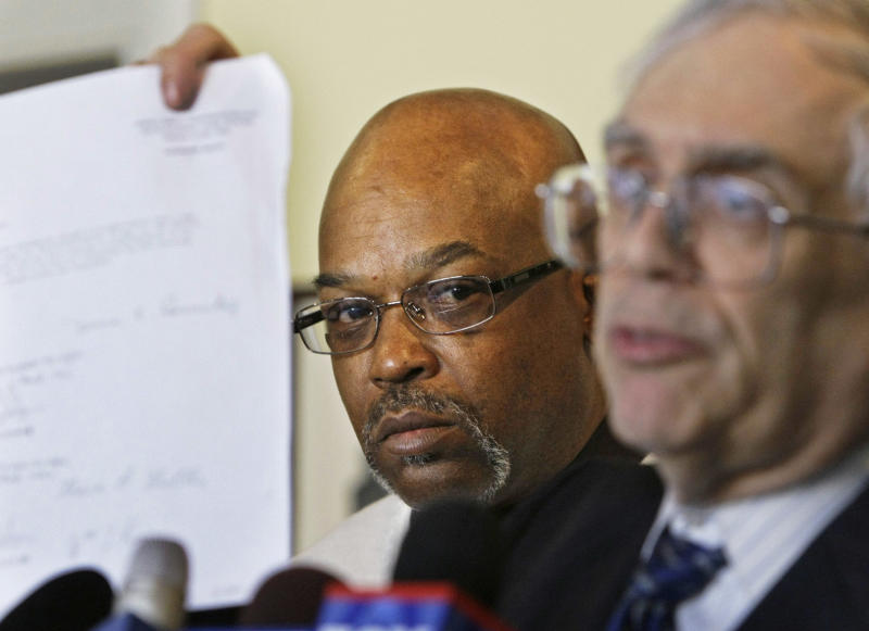 Chicago closer to settling police suits for $32M