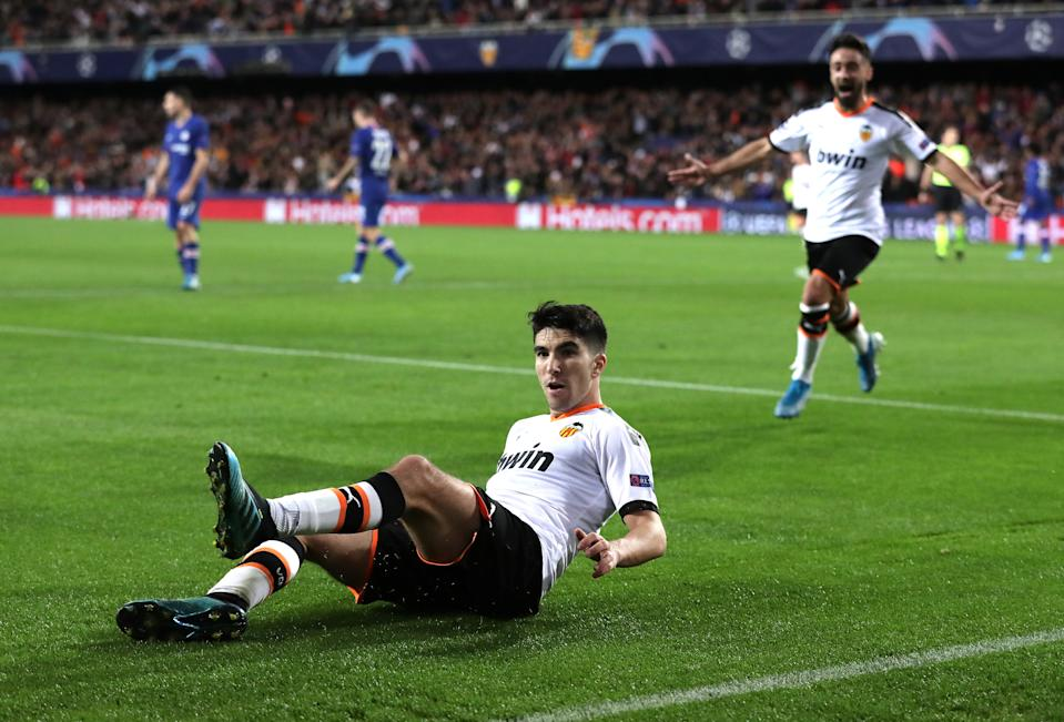 VALENCIA, SPAIN - NOVEMBER 27: Carlos Soler of Valencia celebrates after scoring his team's first goal during the UEFA Champions League group H match between Valencia CF and Chelsea FC at Estadio Mestalla on November 27, 2019 in Valencia, Spain. (Photo by Gonzalo Arroyo Moreno/Getty Images)