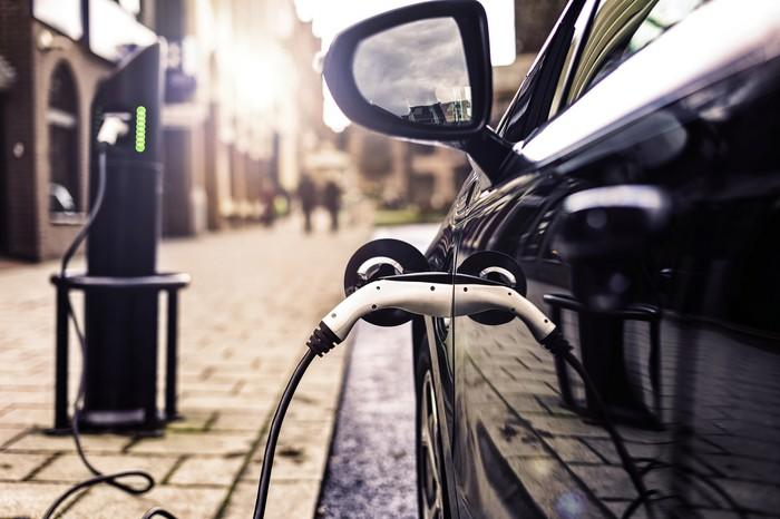 An electric car charges on a U.K. street