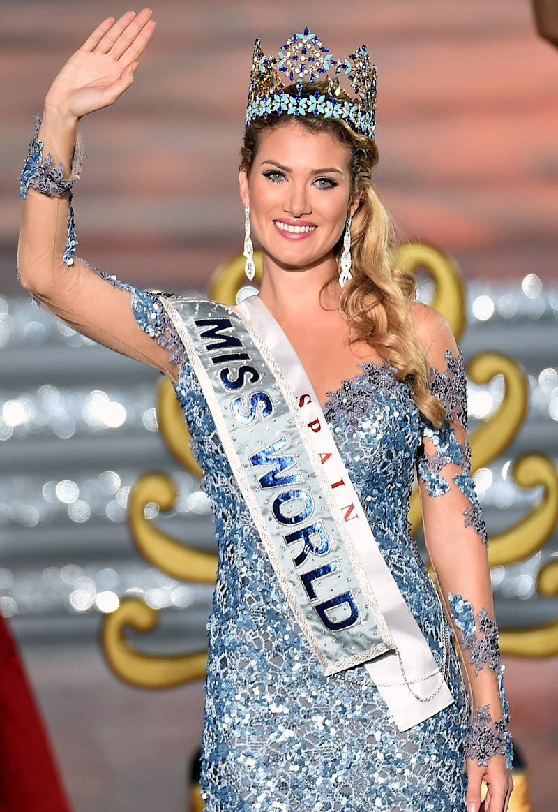 Miss Spain Mireia Lalaguna Royo Is Crowned Miss World 2015