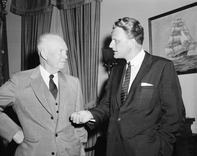 <p>Evangelist Billy Graham talks with U.S. President Dwight Eisenhower at the White House in May 1957. (Photo: AP) </p>