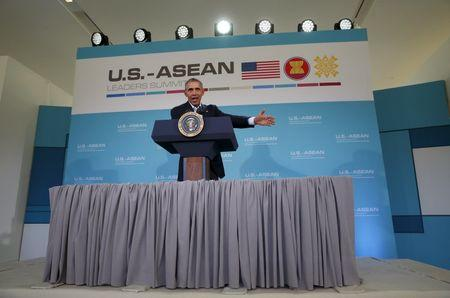 U.S. President Barack Obama holds a news conference at the close of the Association of Southeast Asian Nations (ASEAN) summit at Sunnylands in Rancho Mirage, California February 16, 2016. REUTERS/Kevin Lamarque