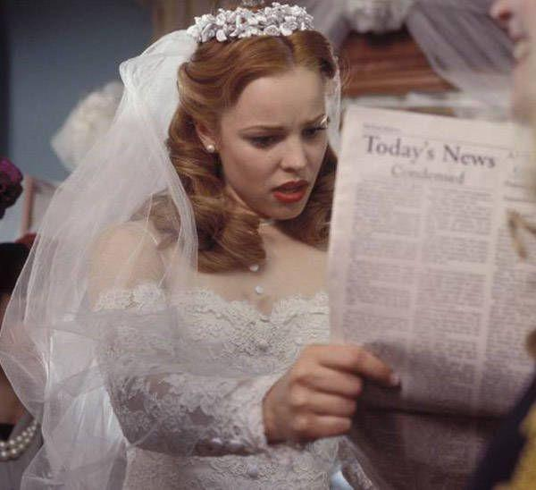 <p>You might not have noticed Allie's (played by Rachel McAdams) wedding dress 'cause you were too busy crying throughout the movie, but here it is, and yeah, it's some good vintage! </p>