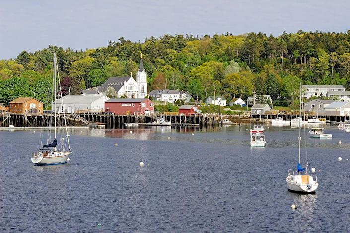 """<p>Located on the coast of the North Atlantic, Boothbay Harbor is a small harbor town that probably features more boats than cars. With a population of about 3,130, this is seriously tiny, but in the best way. The very walkable village is packed with restaurants that serve the most incredible seafood, and there are hiking trails near by. Don't miss an <a href=""""https://www.cabbageislandclambake.com/"""" rel=""""nofollow noopener"""" target=""""_blank"""" data-ylk=""""slk:authentic New England clambake"""" class=""""link rapid-noclick-resp"""">authentic New England clambake</a> that takes place a ferry ride away on Cabbage Island.</p>"""