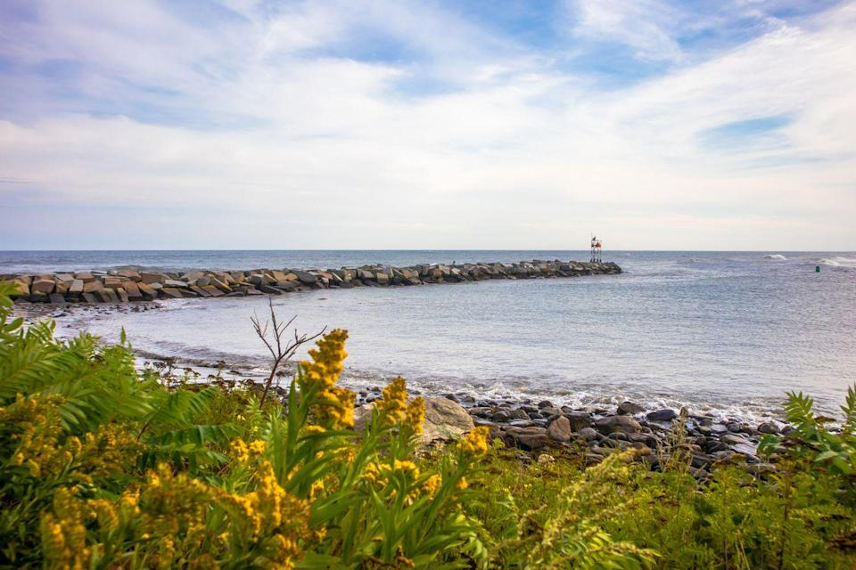 <p>New Hampshire only has an 18-mile seacoast, but it still has plenty to offer. Rye offers a peaceful beach among nature with terrific ocean views.<br></p>