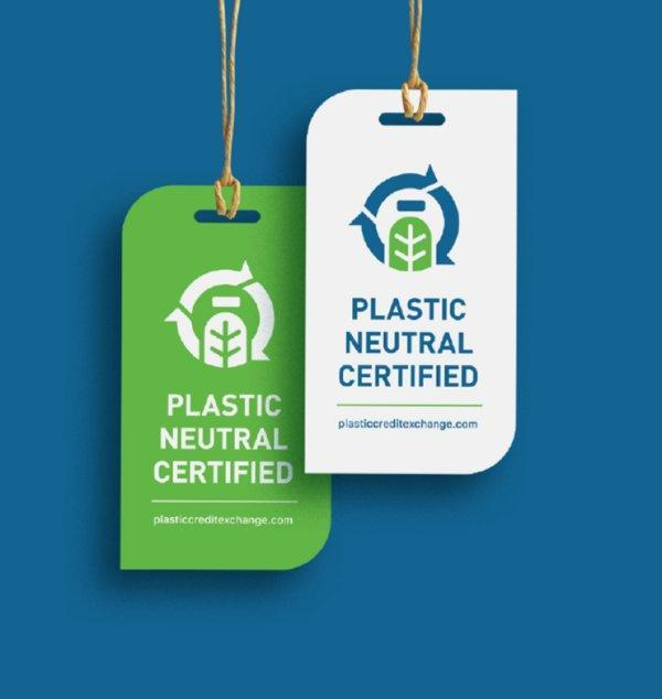 This badge communicates a company's commitment to recover, recycle, and reduce its plastic waste according to the Plastic Neutral Pact.