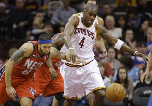 New Jersey Nets point guard Deron Williams, left, and Cleveland Cavaliers' Antawn Jamison battle for a loose ball in the third quarter in an NBA basketball game on Friday, Jan. 27, 2012, in Cleveland. The Nets won 99-96. (AP Photo/Tony Dejak)