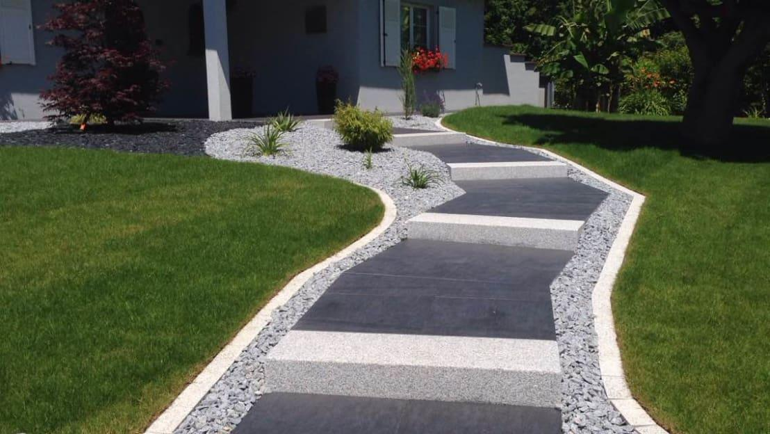 <p>Why is stone such a great material to use in your garden? Because it's a simple and cost-effective way to embrace a really neat finish, while also adding a healthy dose of personality to the design. Here, we see a striking striped path, flanked by pretty stone chips and we think you'll agree that the orderly aesthetic is fantastic. </p>  Credits: homify / Schwein Aménagement