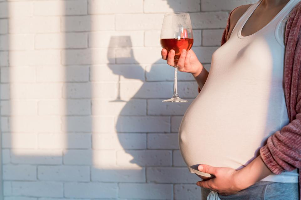 A new survey has found 26% of young people don't realise the advice is to avoid alcohol in pregnancy. (Getty Images)
