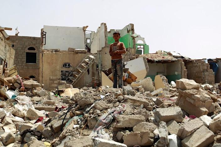 A Yemeni boy stands amidst the rubble of houses destroyed in the Saudi-led air strikes against Shiite Huthi rebels in Sanaa, on May 18, 2015 (AFP Photo/Mohammed Huwais)