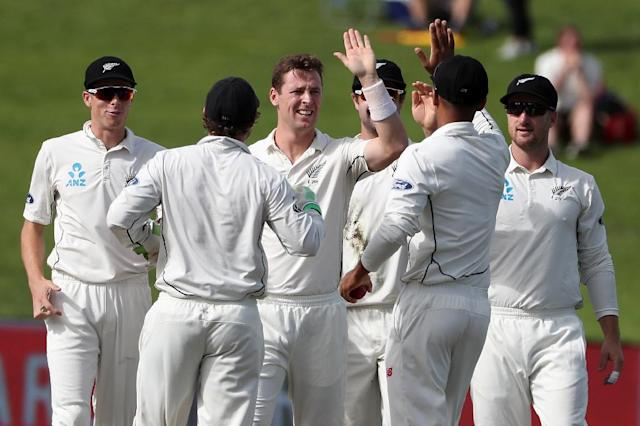 Matt Henry of New Zealand (C) is congratulated by his teammates after taking the wicket of South Africa's Temba Bayuma on day two of the third Test at Seddon Park in Hamilton (AFP Photo/Fiona Goodall)