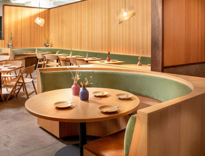 """<div class=""""caption""""> The dining room at Rule of Thirds features Douglas-fir wood paneling with a contrasting walnut trim, and lighting by <a href=""""https://www.gregorybeson.com/"""" rel=""""nofollow noopener"""" target=""""_blank"""" data-ylk=""""slk:Studio Beson"""" class=""""link rapid-noclick-resp"""">Studio Beson</a>. </div>"""